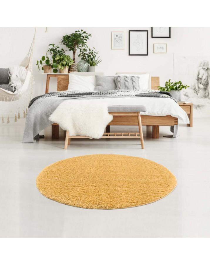 Švelnus geltonas kilimas su kutais