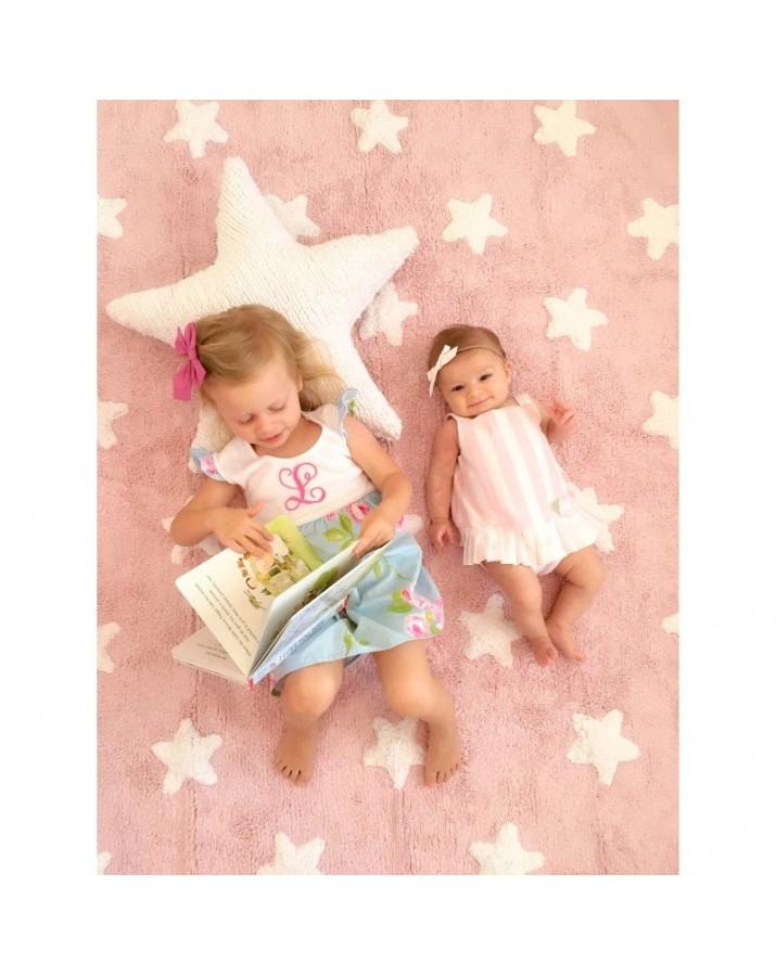 Rožinis skalbiamas kilimas su baltomis žvaigždelėmis