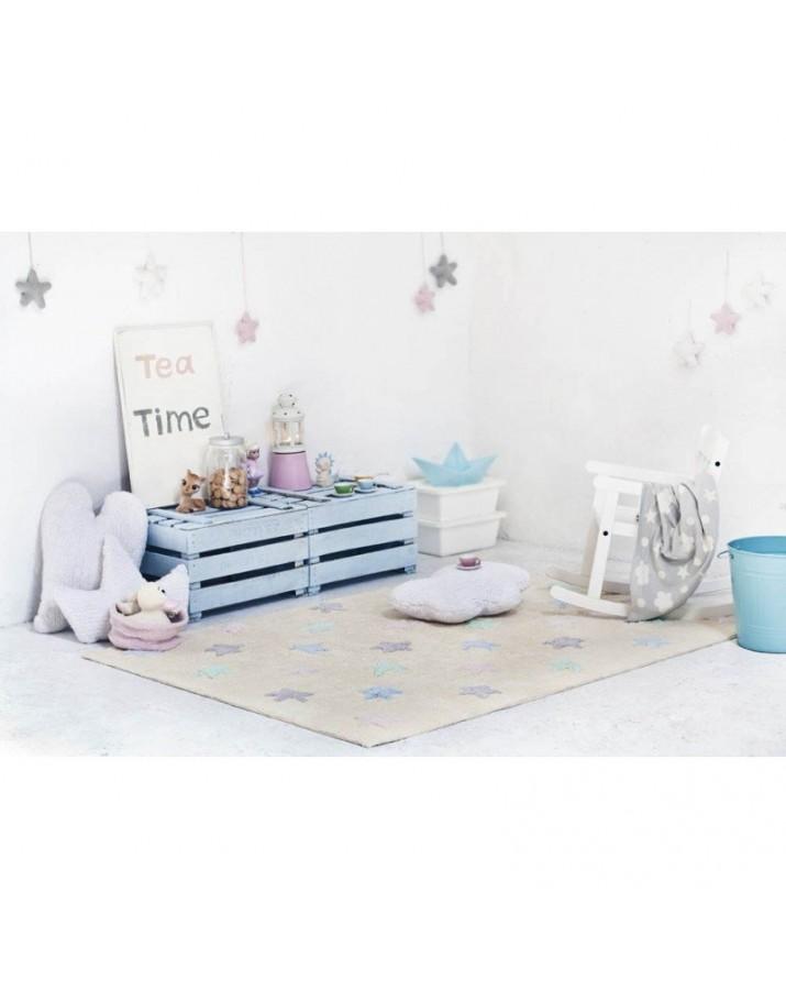 Gelsvas skalbiamas kilimas su spalvotomis žvaigždutėmis