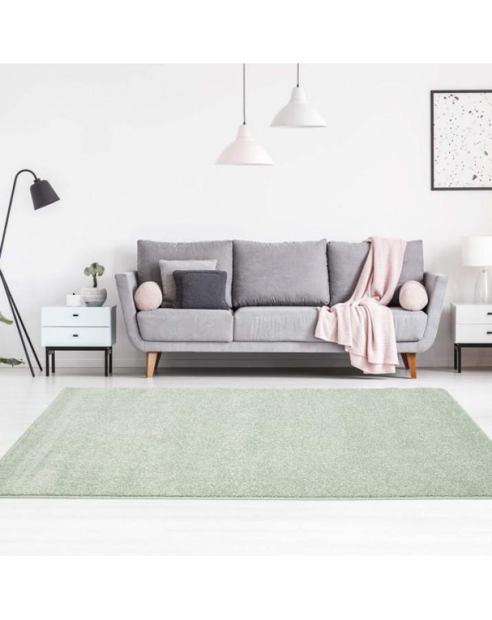 Šviesiai žalias kilimas